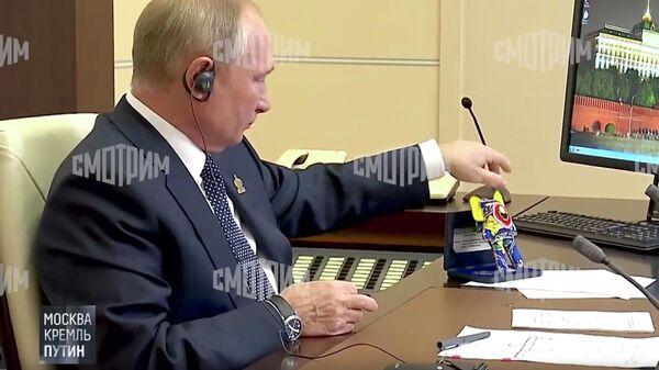 Президент России Владимир Путин во время саммита АТЭС. Кадр видео