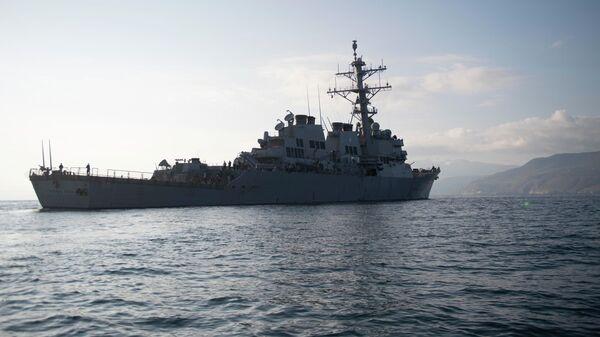 Американский ракетный эскадренный миноносец USS Donald Cook у берегов Греции