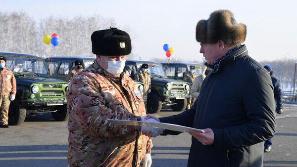 Омский губернатор передал инспекторам минприроды 12 новых вездеходов