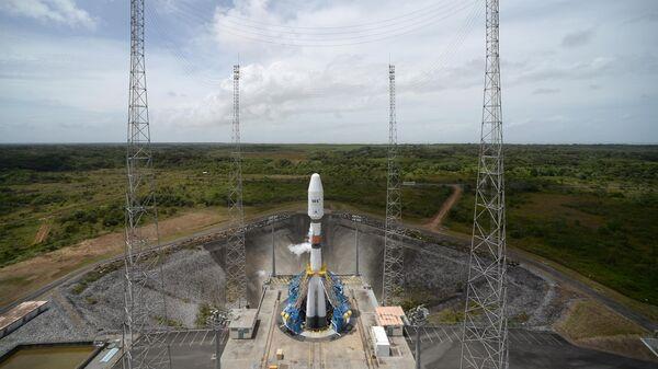 Ракета-носитель Союз-СТ-Б с разгонным блоком Фрегат-МТ на стартовом столе космодрома Куру во Французской Гвиане