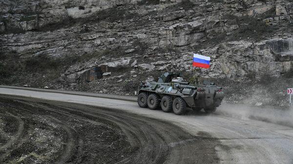Военная техника российских миротворцев во время выполнения задач по инженерной разведке, разминированию местности, дорог и объектов в Карабахе