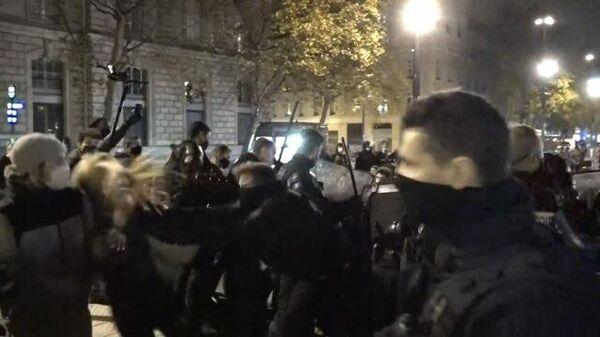 Полиция разогнала палаточный лагерь мигрантов в Париже