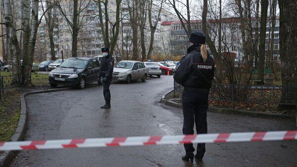 Мужчина захватил в заложники детей в квартире в пригороде Санкт-Петербурга
