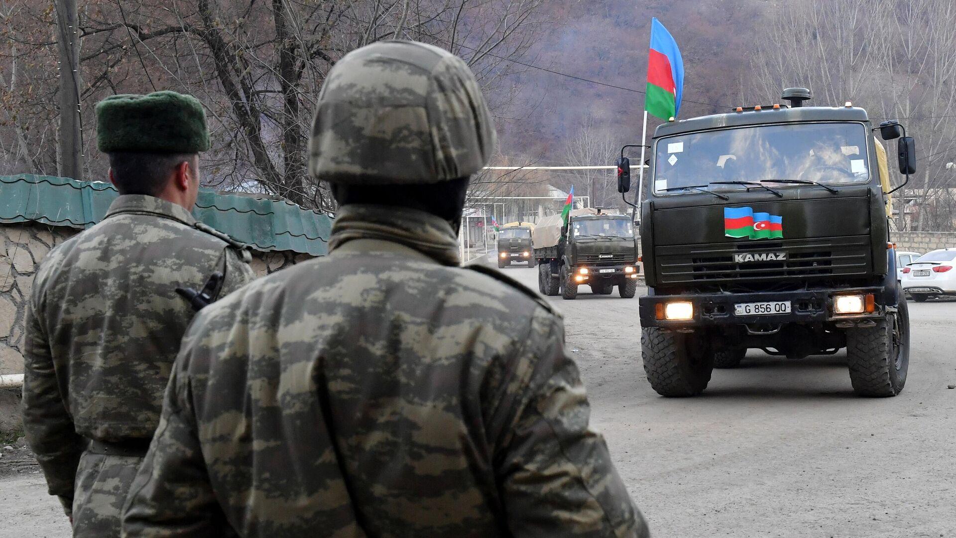 Колонна с азербайджанскими военными в Кельбаджарском районе у населенного пункта Тоганалы - РИА Новости, 1920, 13.05.2021