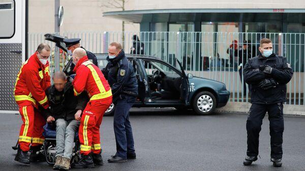 Водитель автомобиля, врезавшегося в ворота офиса Ангелы Меркель в центре Берлина