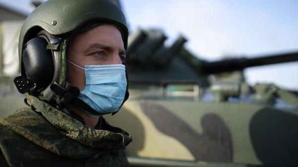 Военнослужащий на церемонии передачи новых боевых машин десанта БМД-4М и бронетранспортеров БТР-МДМ Ракушка на вооружение ВДВ