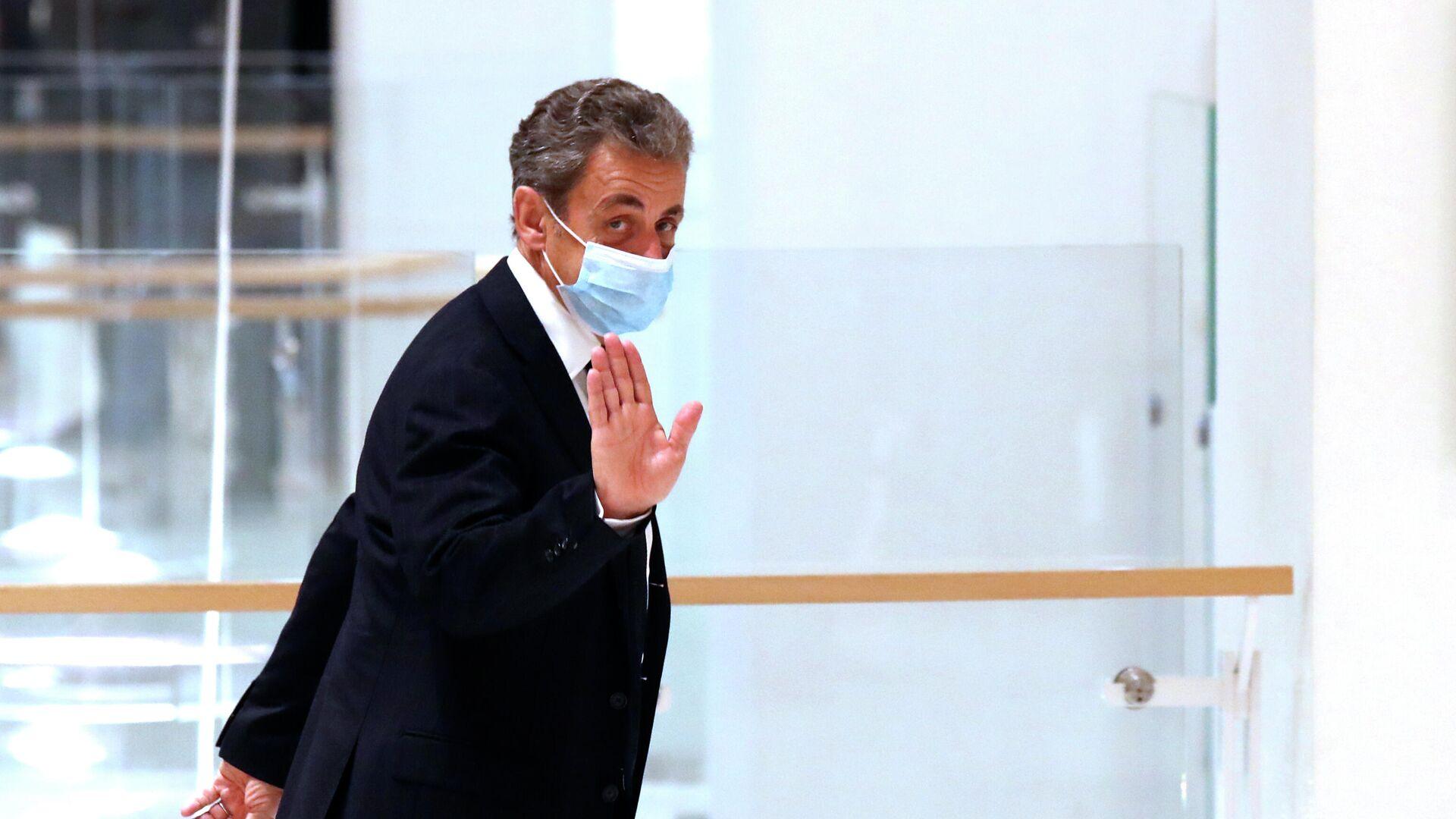 Бывший президент Франции Николя Саркози в здании суда - РИА Новости, 1920, 08.12.2020