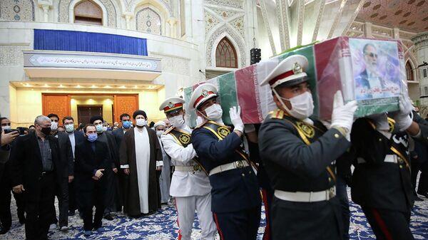 Церемония прощания с иранским ученым-ядерщиком Мохсеном Фахризаде в Тегеране