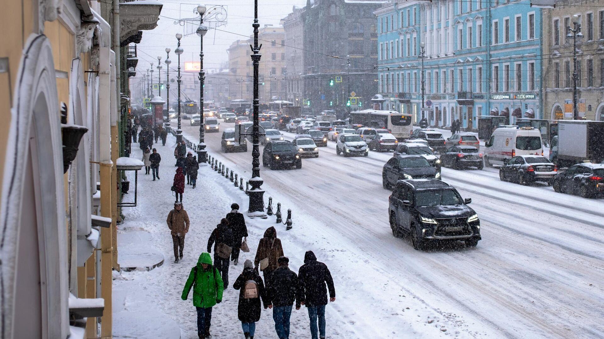 На Невском проспекте в Санкт-Петербурге во время снегопада - РИА Новости, 1920, 16.01.2021