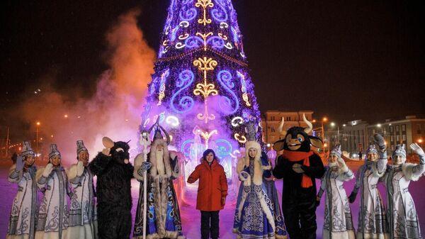 Торжественная церемония зажжения ёлки на площади Орджоникидзе в Якутске