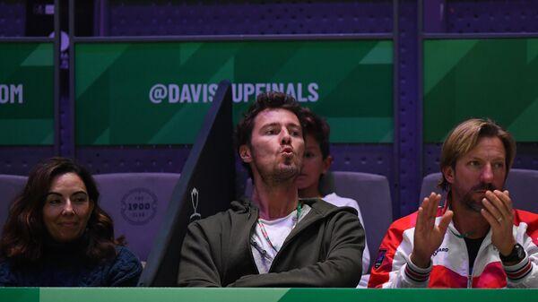 Российский теннисист Марат Сафин на трибуне во время матча 1/2 финала Кубка Дэвиса между сборными России и Канады.