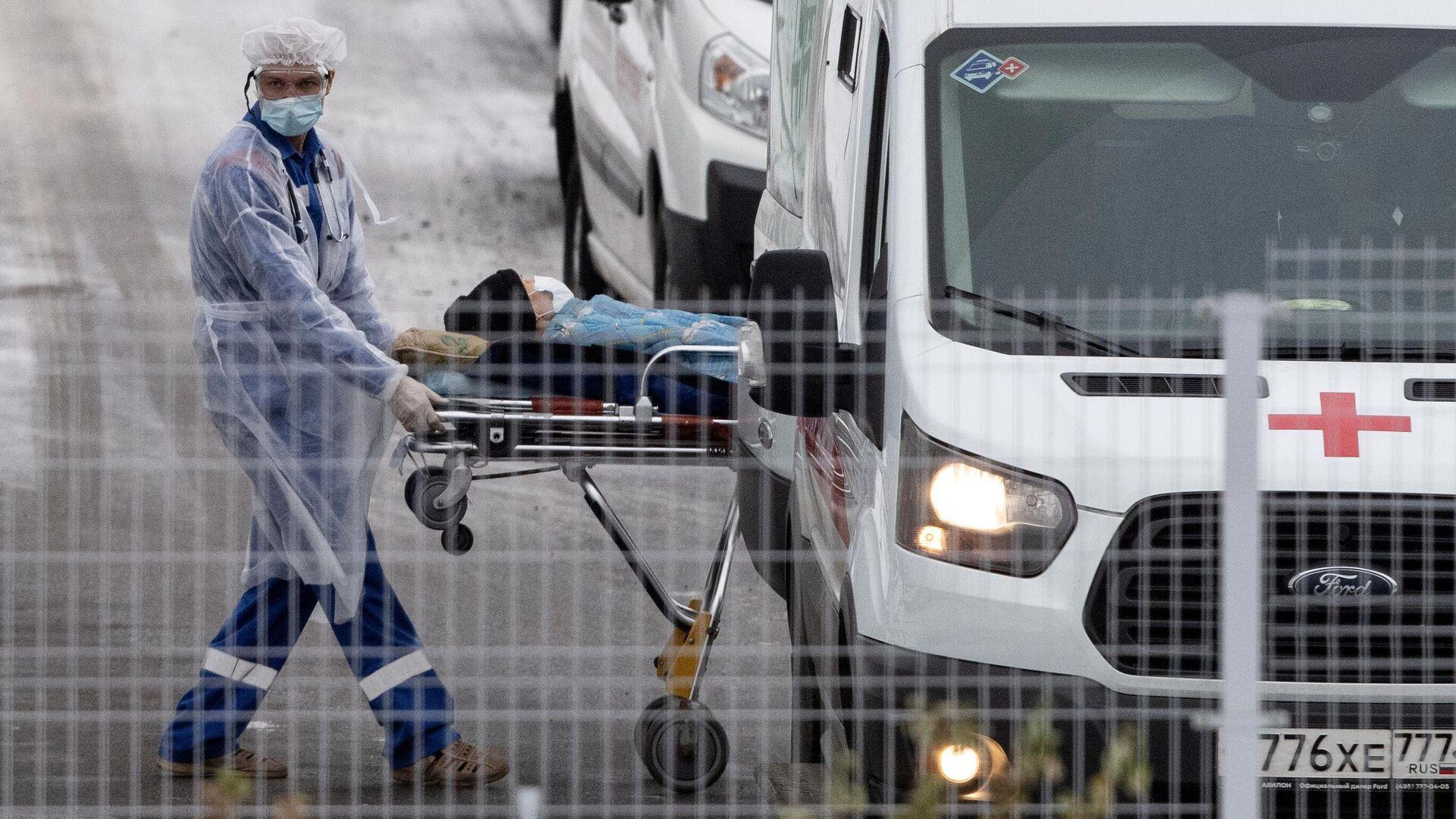 Врач бригады скорой медицинской помощи, которая доставила пациента в карантинный центр в Коммунарке - РИА Новости, 1920, 16.01.2021