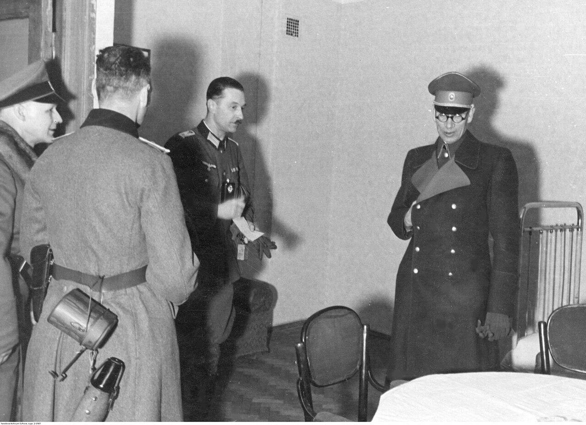 Генерал Власов с немецкими офицерами в Смоленске  - РИА Новости, 1920, 04.12.2020