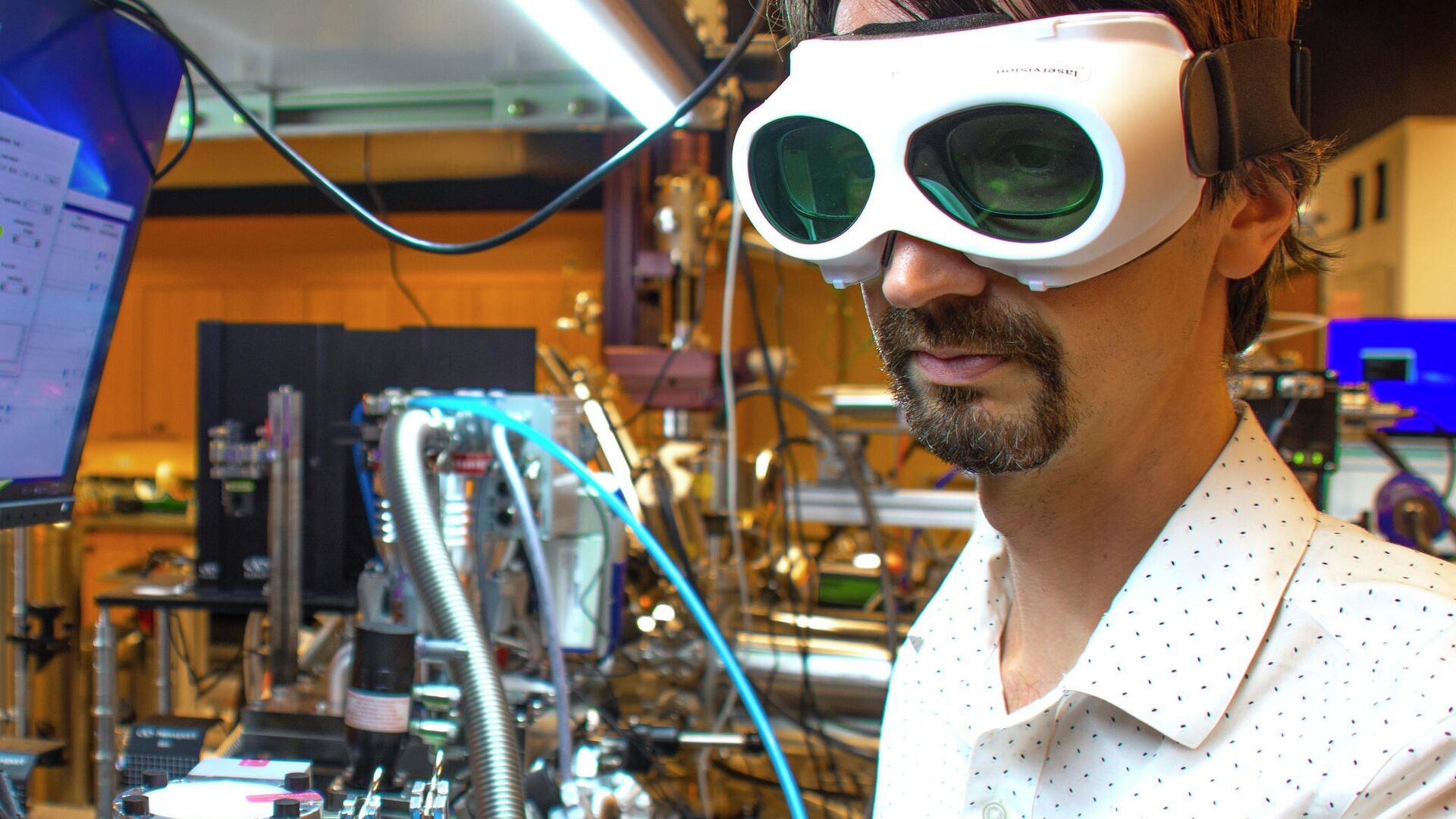 Японские физики впервые наблюдали темные экситоны