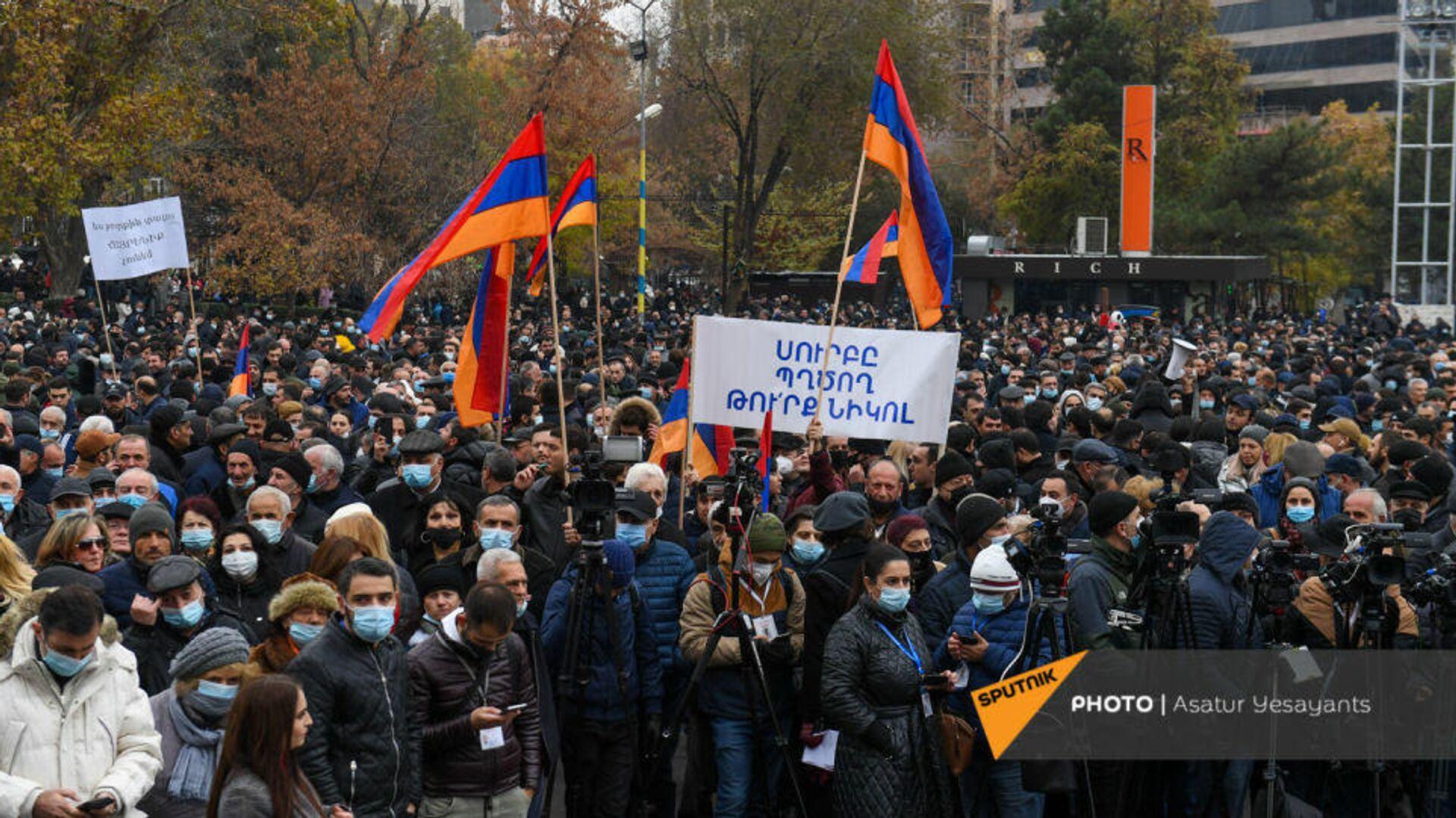 Участники акции протеста оппозиции в Ереване. 5 декабря 2020 - РИА Новости, 1920, 05.12.2020
