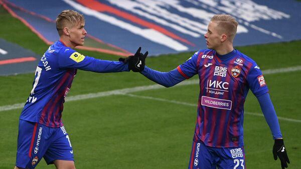 Игроки ЦСКА Арнор Сигурдссон (слева) и Хёрдур Магнуссон
