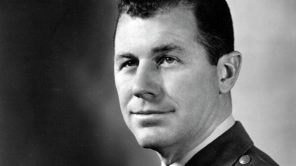 Американский летчик-истребитель Чак Йегер