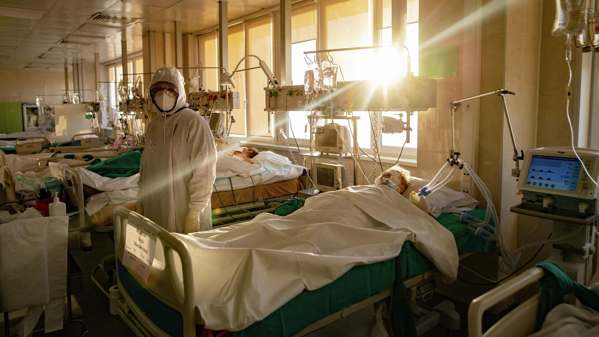 Медик и пациент в городской клинической больнице №15 имени О. М. Филатова в Москве - РИА Новости, 1920, 07.02.2021