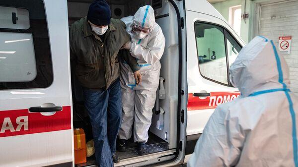 Сотрудники скорой медицинской помощи доставили пациента к приемному отделению клинической больнице №15 имени О. М. Филатова в Москве