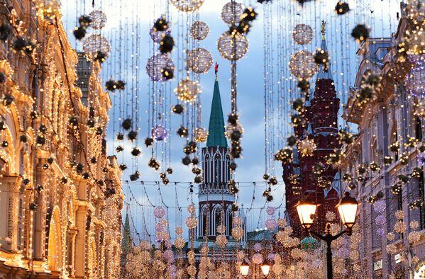 Иллюминация на Никольской улице в Москве