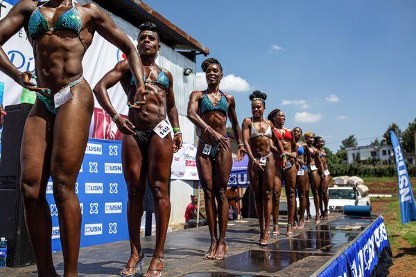 Бодибилдеры во время фитнес-турнира в Найроби