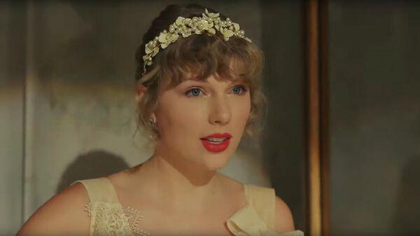 Кадр из клипа Taylor Swift - Willow