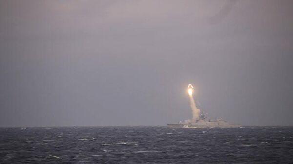 Фрегат Адмирал Горшков на испытательных стрельбах в Белом море. Кадры Минобороны РФ