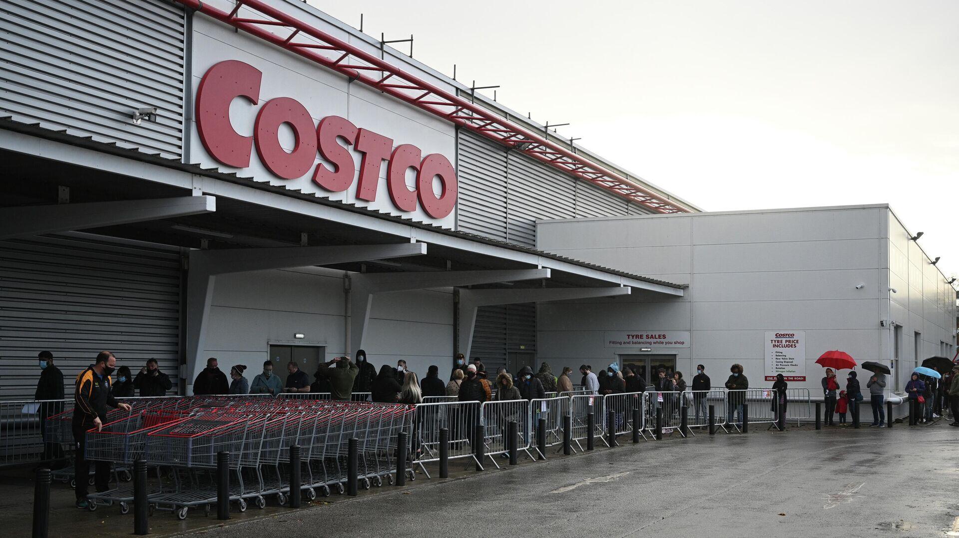 Очередь на вход в супермаркет Costco в Лидсе, Великобритания - РИА Новости, 1920, 13.12.2020