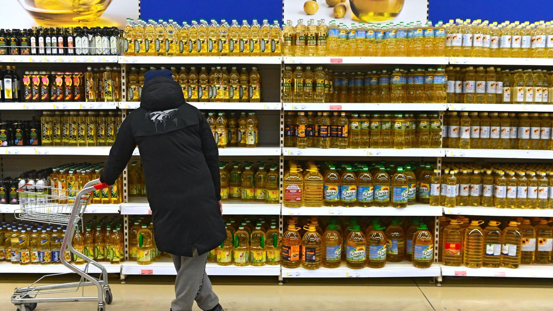 Подсолнечное масло в супермаркете - РИА Новости, 1920, 14.12.2020