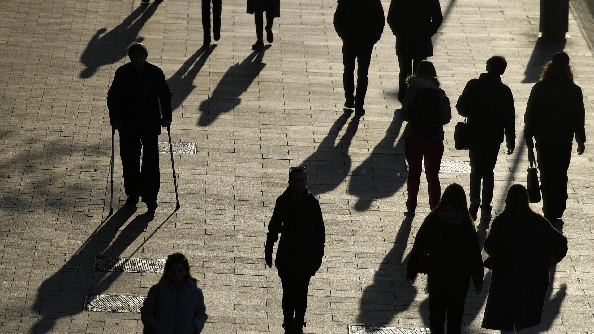 Люди на Якиманской набережной в Москве - РИА Новости, 1920, 03.03.2021