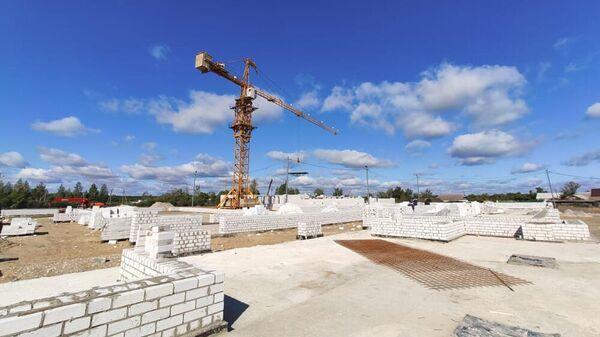 Стройка новой трехэтажной школы в селе Большой Хомутец Добровского района