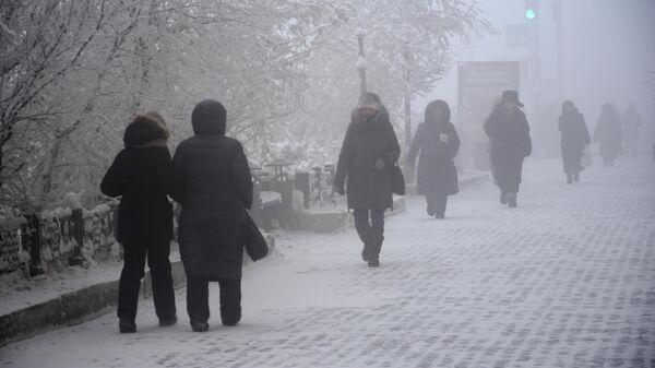 Прохожие на улице Якутска