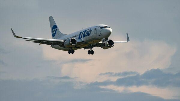 Пассажирский самолет Boeing 737-500 авиакомпании UTair