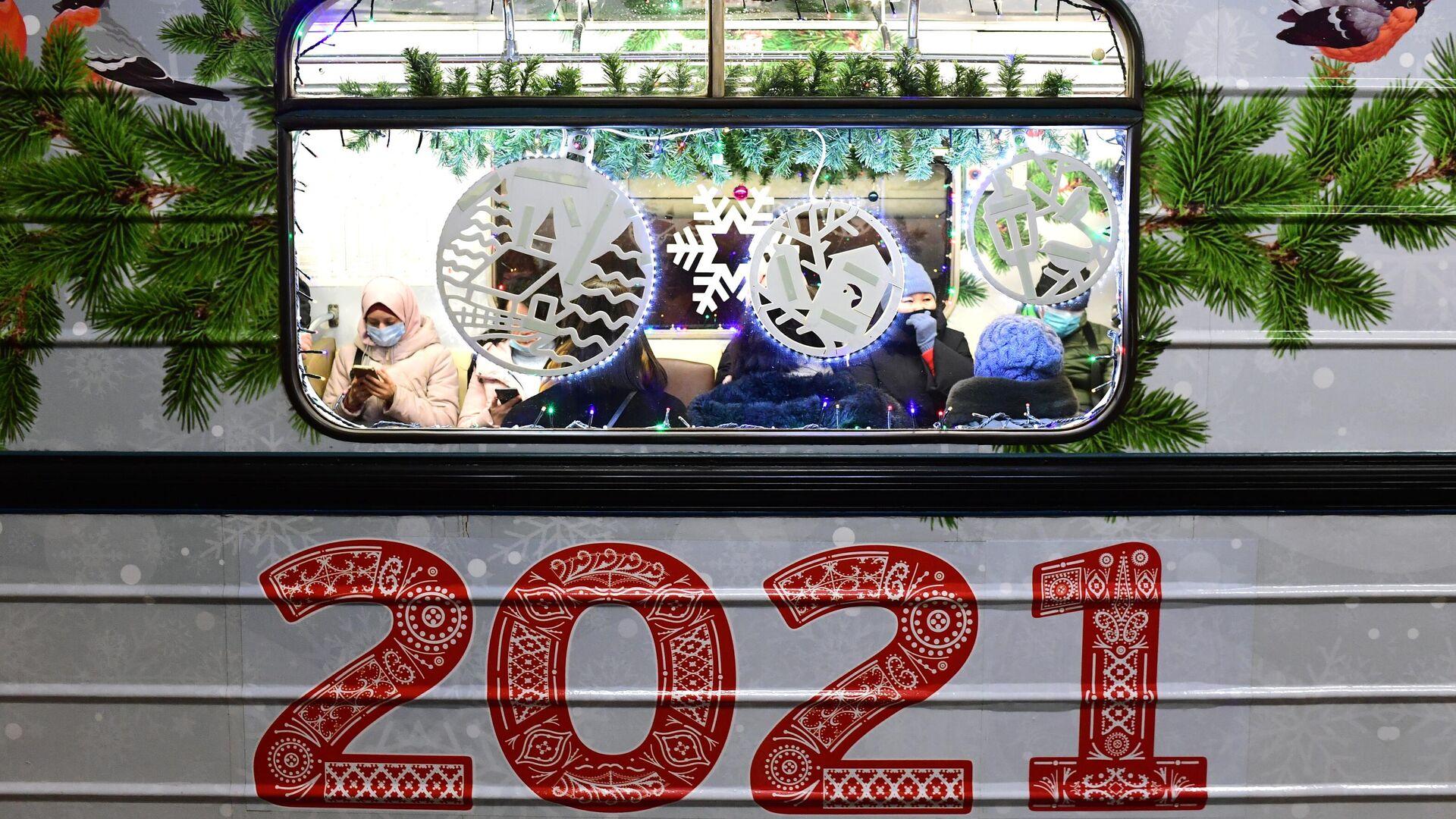 Вагон новогоднего поезда серии Ёж в Московском метрополитене - РИА Новости, 1920, 22.12.2020