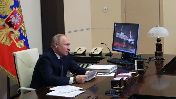 Президент России Владимир Путин проводит в режиме видеоконференции совместное заседание Государственного совета и Совета при президенте РФ по стратегическому развитию и национальным проектам