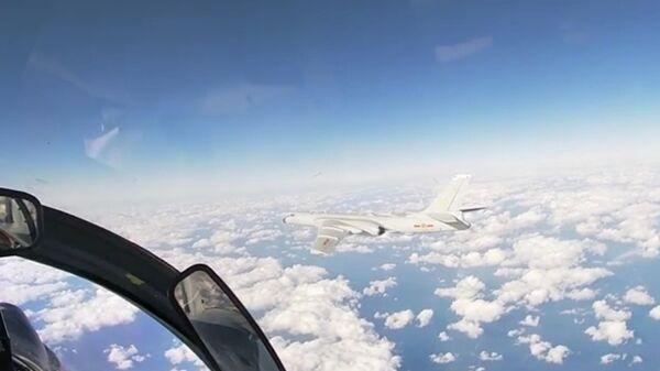 Скриншот видео совместного воздушного патрулирования самолетами ВКС России и ВВС НОАК