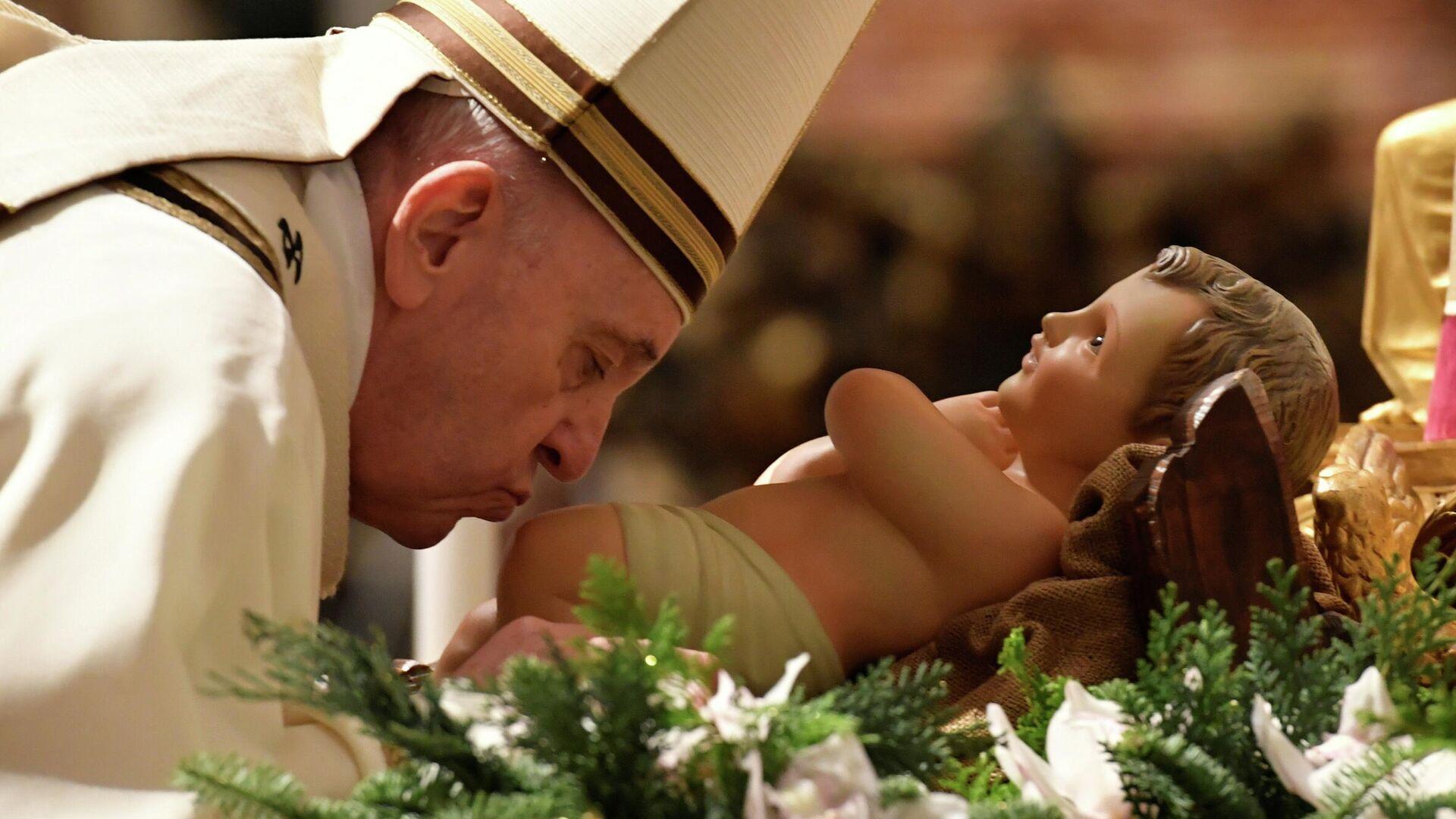 Папа Римский Франциск во время рождественской мессы в соборе святого Петра в Ватикане - РИА Новости, 1920, 25.12.2020