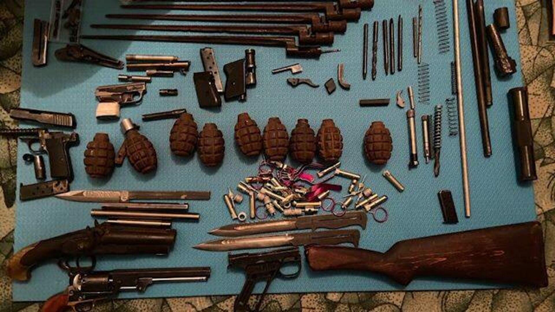 Кадры задержания торговцев оружием сотрудниками ФСБ - РИА Новости, 1920, 28.12.2020
