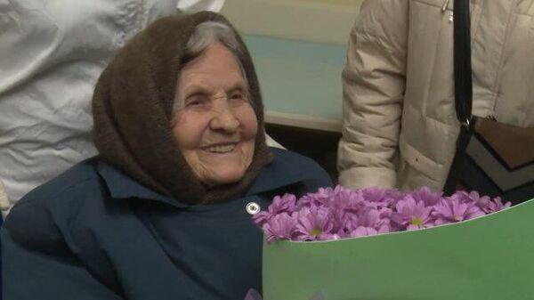 Поспокойнее надо быть: 101-летняя бабушка поборола COVID-19
