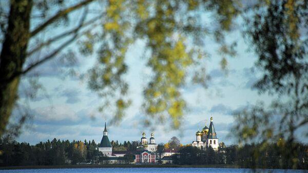 Вид на Иверский Богородицкий Святоозерский мужской монастырь