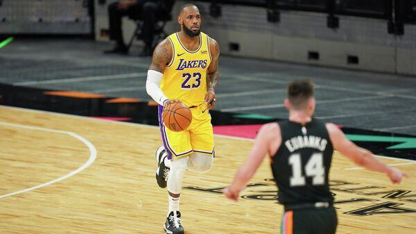 Леброн Джеймс в матче НБА