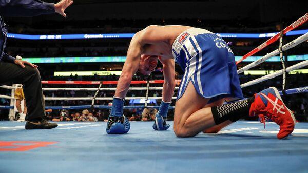 Британский боксер Люк Кэмпбелл в нокдауне