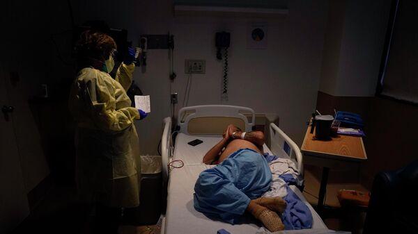 В отделении для больных COVID-19 в медицинском центре в Лос-Анджелесе