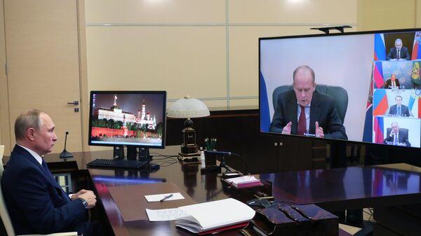 Президент РФ Владимир Путин проводит в режиме видеоконференции совещание, на котором обсуждались вопросы нагорно-карабахского урегулирования и ситуация на Южном Кавказе