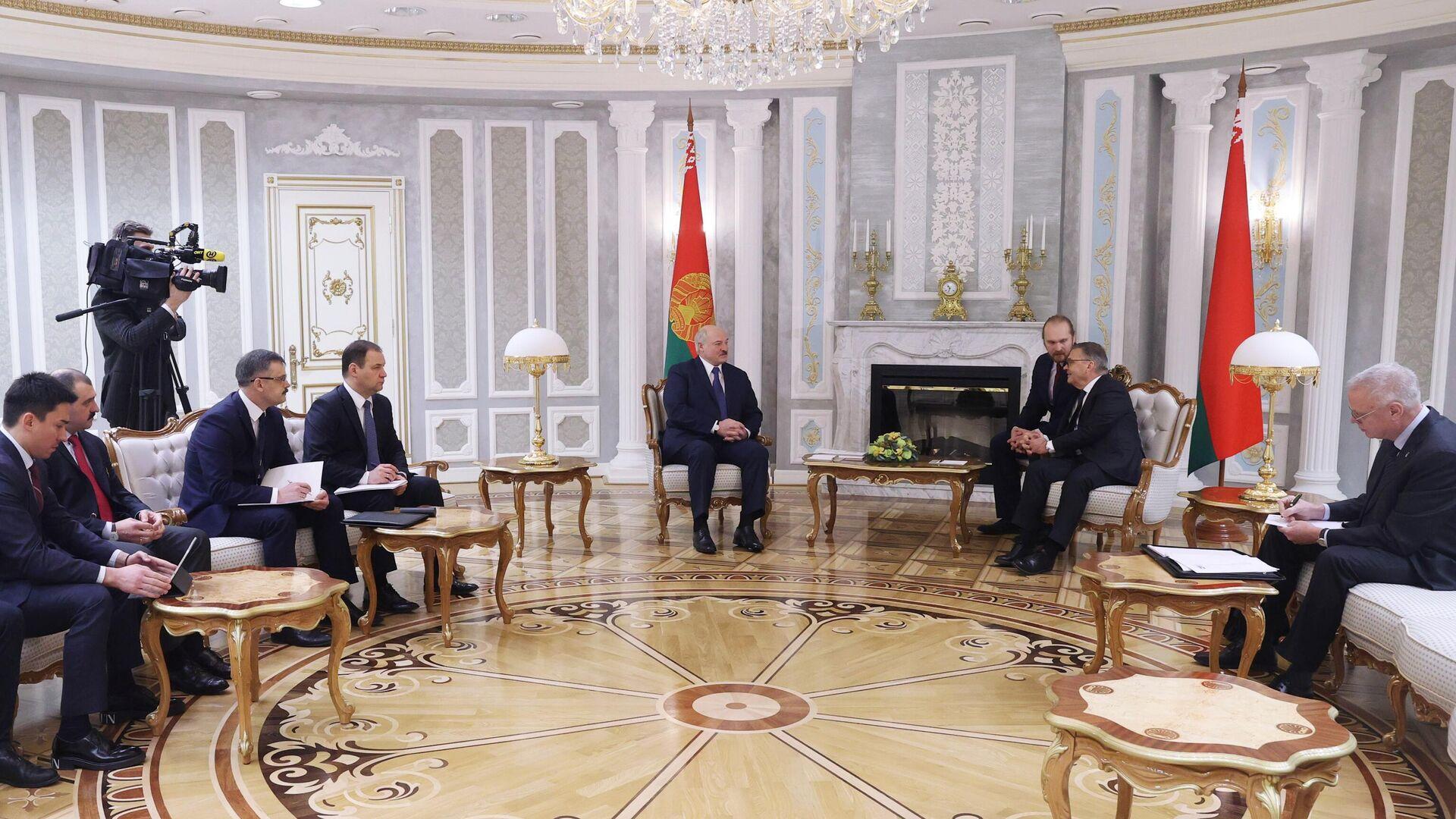 Александр Лукашенко (в центре слева) и Рене Фазель (в центре справа)  - РИА Новости, 1920, 11.01.2021