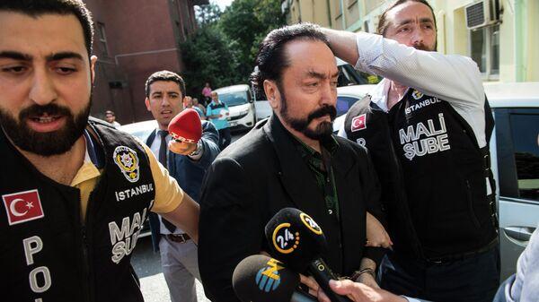 Арест телеевангелиста и лидера секты Аднана Октара в Стамбуле в 2018 году