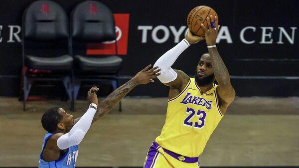 Игровой момент матча НБА Лос-Анджелес Лейкерс - Хьюстон Рокетс