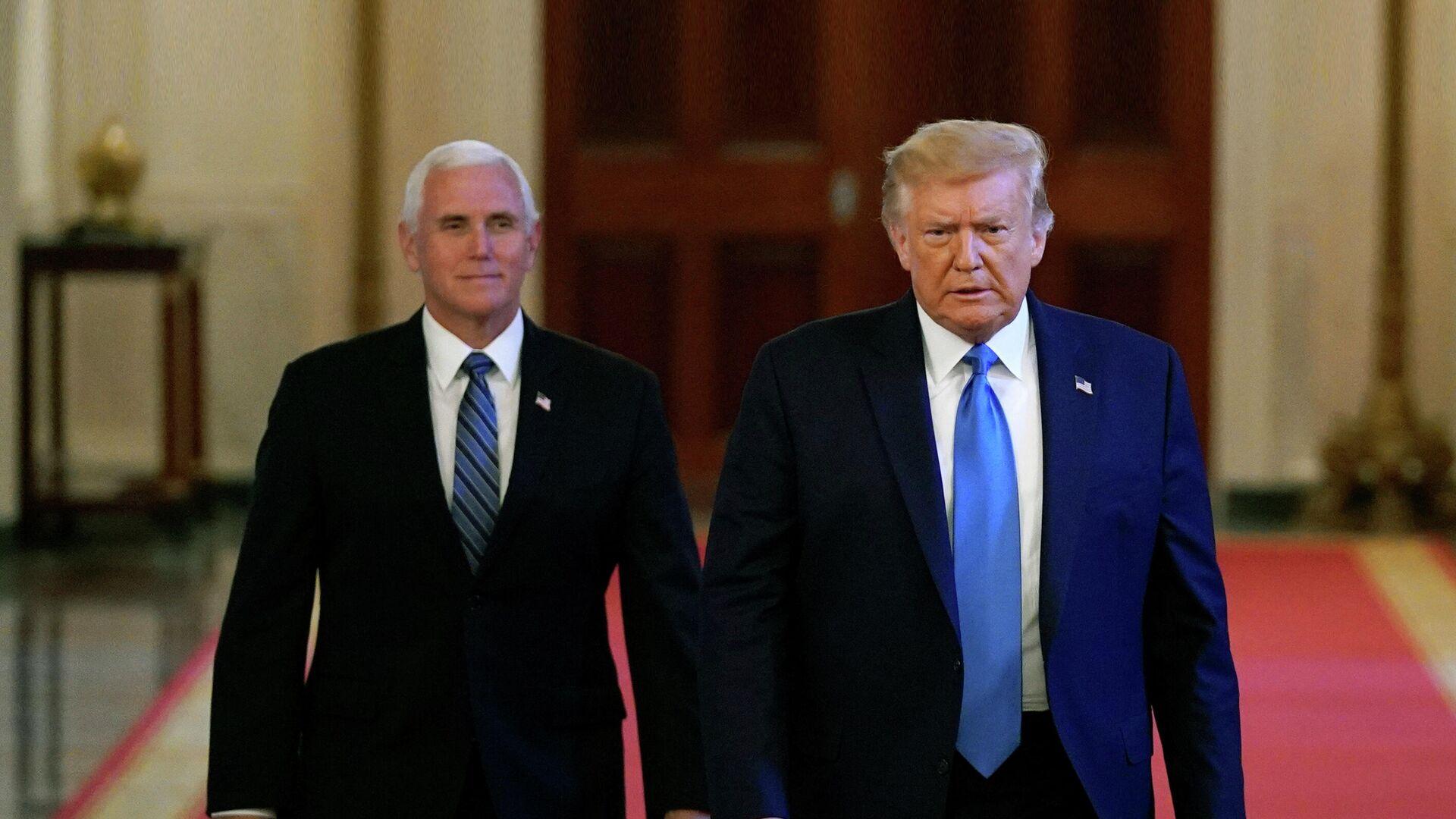 Президент США Дональд Трамп и вице-президент Майк Пенс - РИА Новости, 1920, 21.02.2021
