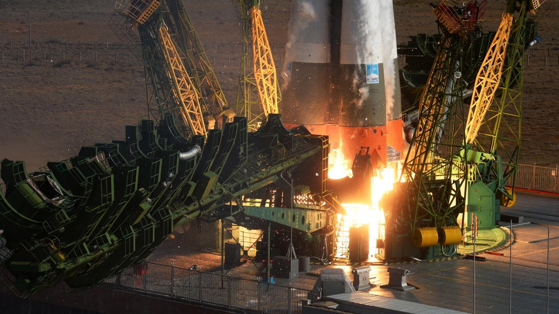 Запуск ракеты-носителя со стартовой площадки космодрома Байконур - РИА Новости, 1920, 13.01.2021