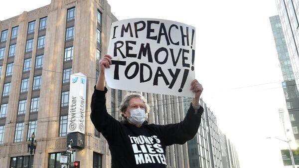 Одиночный пикет против президента США Дональда Трампа у штаб-квартиры Twitter в Сан-Франциско